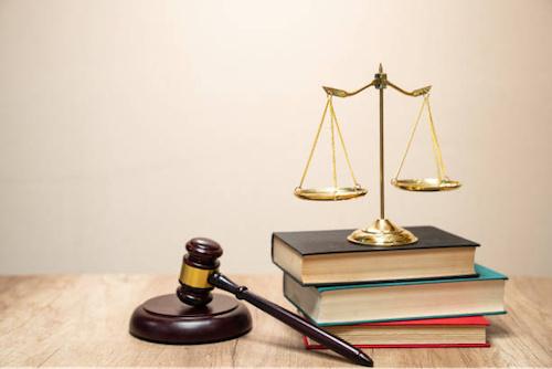 Le régulateur des communications électroniques (Arcep) et l'opérateur Togo Cellulaire se retrouveront lundi 26 avril prochain devant la Cour Suprême. La plus haute institution judiciaire du pays doit en effet rendre, à l'issue d'une audience publique, son verdict dans une affaire opposant les deux parties. Le 19 février dernier, l'Autorité avait infligé à la filiale du groupe Togocom, une amende d'un milliard FCFA pour violation du principe de non différenciation tarifaire on/off-net, inclus dans son cahier de charges. En réponse, le leader de la téléphonie mobile nationale, qui a uniformisé ses offres quelques jours plus tard, a interjeté appel devant la chambre administrative de la Cour Suprême.